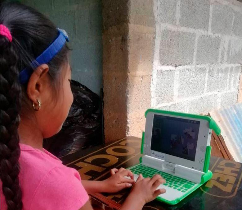 """""""Una Computadora por Niño,"""" fortaleciendo la calidad educativa"""